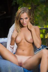 Hot Naked Chick Aislin