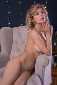 Eva Tali Shows Naked Gorgeous Shaved Pussy