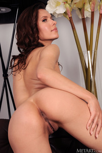 Suzanna A Wiggling Her Curvy Ass Invitingly