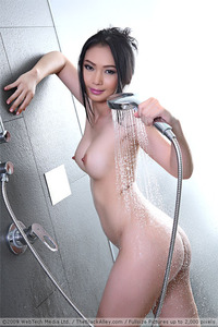 Young Asian Teen Lin Si Yee Takes Shower