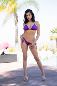 Two Bikini-clad Babes Darcie Dolce And Gianna Dior