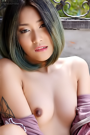 Apple Small Boobed Hottie