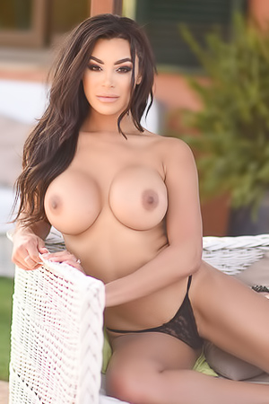 Olivia Berzinc Shows Big Round Boobies