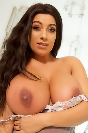 Busty UK Model Fiona Siciliano