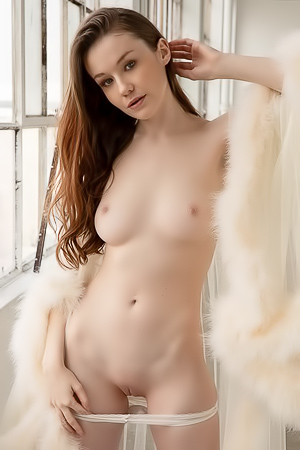 Erotic Babe Emily Bloom Getting Naked