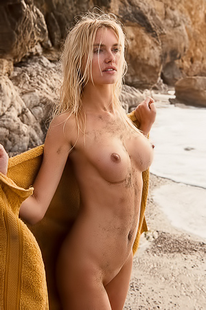 Alberte Valentine Swimming All Naked