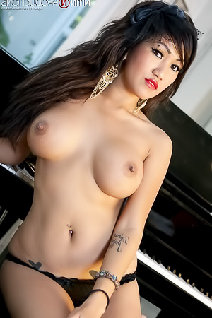 Hot Filipina Topless Asian Beauty