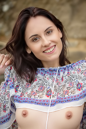 Sade Mare Lovely Teen With Beautiful Face And Gorgeous Breasts